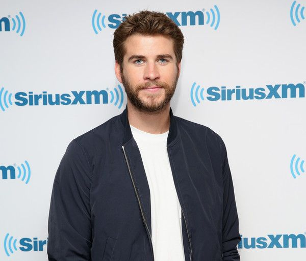 Liam Hemsworth Photos - Liam Hemsworth attends SiriusXM's 'Town Hall' With The Cast Of Independence Day: Resurgence; 'Town Hall' To Air On SiriusXM's Entertainment Weekly Radio on June 15, 2016 in New York City. - SiriusXM's 'Town Hall' With the Cast of 'Independence Day: Resurgence' Town Hall