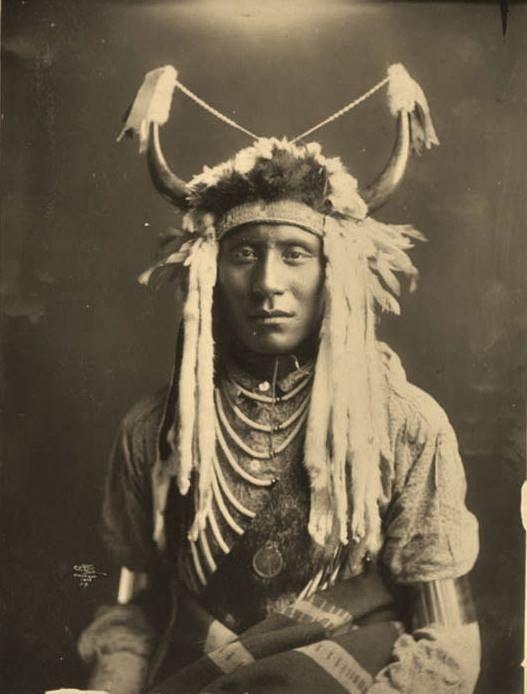 Native American Indians - Blackfoot Indians Photos