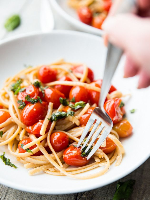 Easy Garlic Butter Cherry Tomato Linguine: a quick, luxurious weeknight meal.