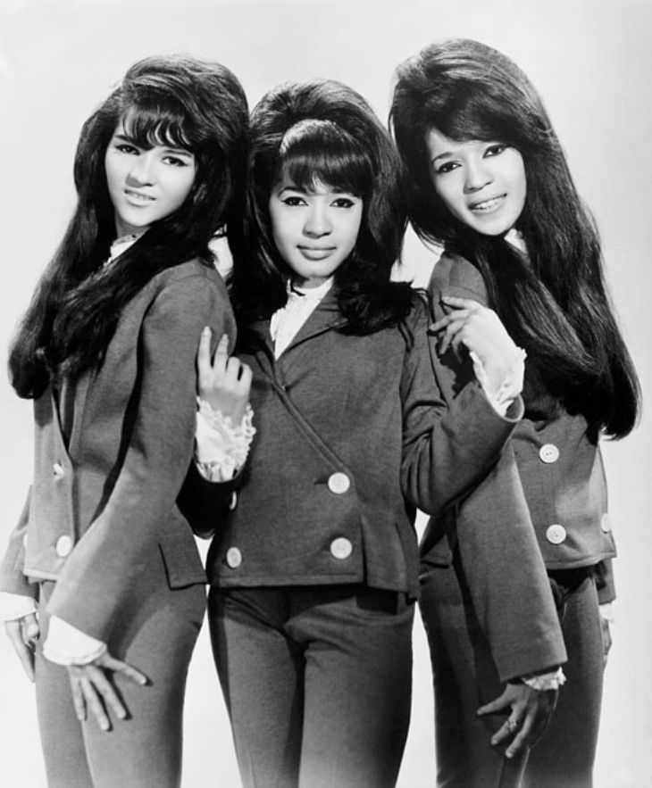 Ronettes I Can Hear Music When I Saw You