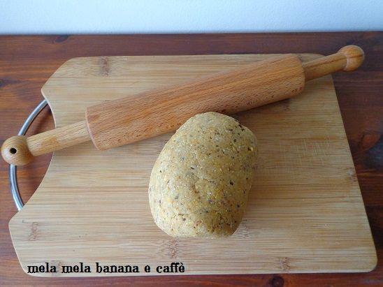 Per questa pasta frolla integrale, oltre alla farina integrale, viene usato lo zucchero muscovado che conferisce un sapore piacevolissimo ai vostri dolci.