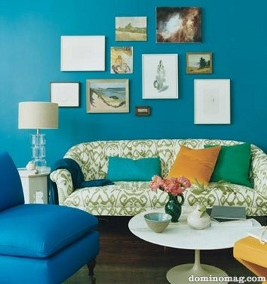 I love this shade of blue for a livingroom ! :)
