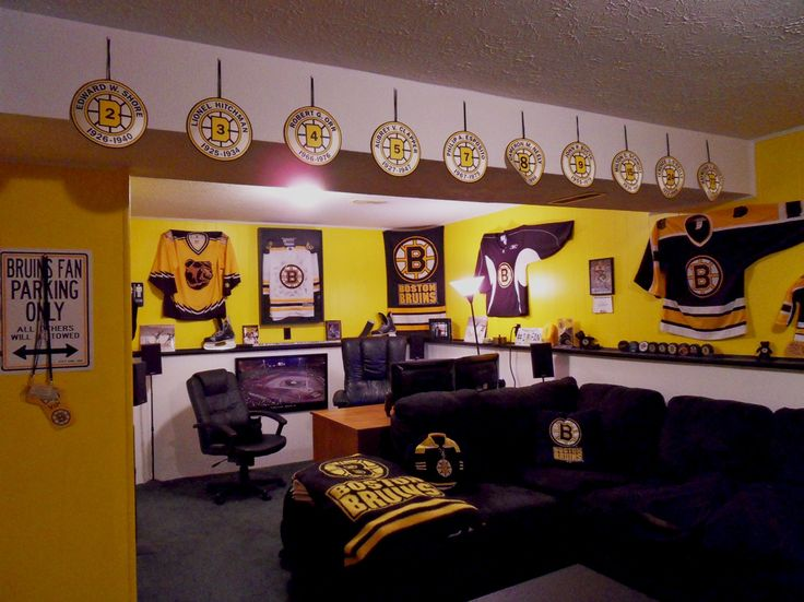 Bruins mancave house 39 o hockey pinterest lady cave for Bruins bedroom ideas