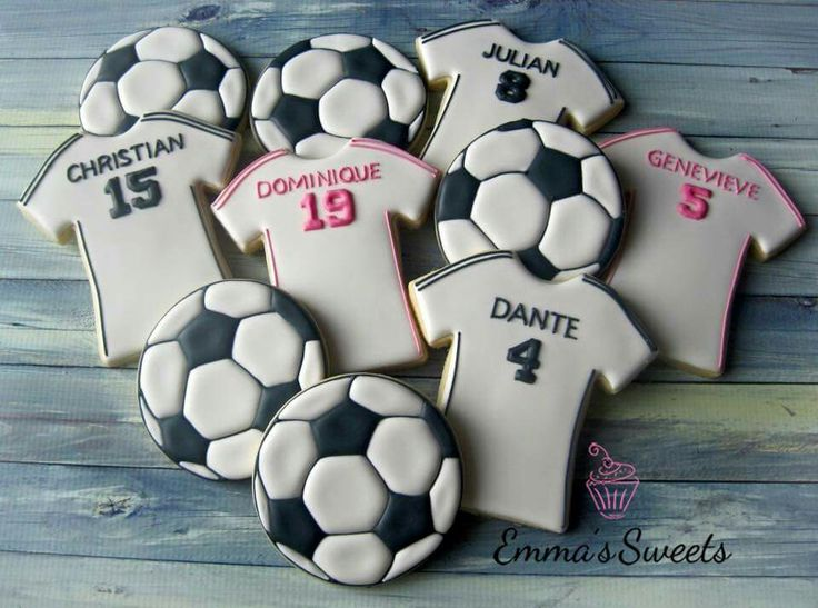 Soccer cookies by Emma's Sweets