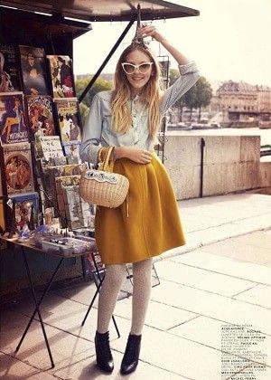 黄色・からし色のフレアスカートの着こなしコーデ