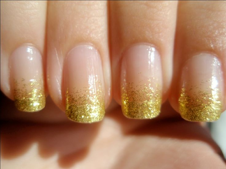 Gold Glitter Nail Designs, the perfect holiday mani. #laylagrayce #nails #gold