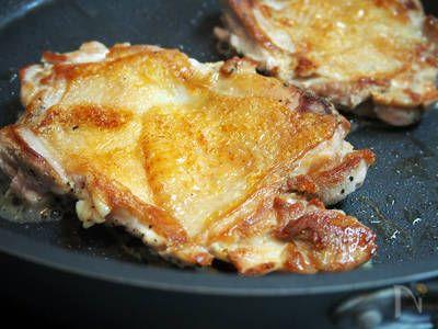 シンプルだからこそ、実力差が出るお肉料理。適当になってもいいトコだめなトコ、ポイントをおさらいして皮パリジューシーを手に入れちゃいましょ♪