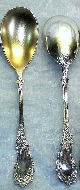 4 stuks.zilveren lepels met vergulde bak in rococo motief.  4 zilveren lepels met vergulde bak.in mooi rococa motief.   prachtig mooie lepels zonder beschadigingen op krassen.  Koch & Bergfeld   Bremen L 18,5 cm.      3e geh. zilver...