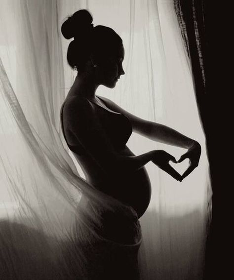 Classy silhouette pregnancy photography. Cute ideas for maternity photos in black and white. Love her hair style, body and the heart over her belly. Self-portrait by © Pernille Nygård by bessie
