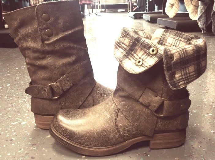 Super Awesome Fall Boots! Fleece lined... LOVE THEM, Find them at Giggle Gals Boutique♡