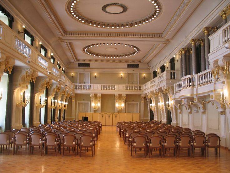 Szeretné egyedi környezetben tartani rendezvényét?  Válogasson helyszíneink közül!  http://www.parteam.hu/ahol_otthon_vagyunk.php