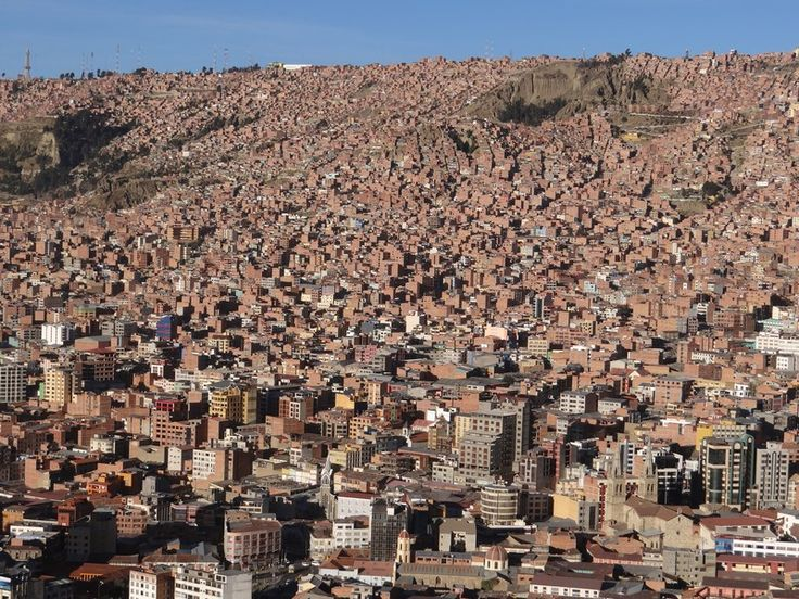 The incredible La Paz. Read more: http://www.imperatortravel.ro/2016/09/vacanta-la-peste-3-000-de-metri-ep-3-la-paz-jungla-urbana.html