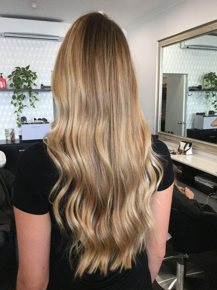 Long hair, caramel tones and a loose wave