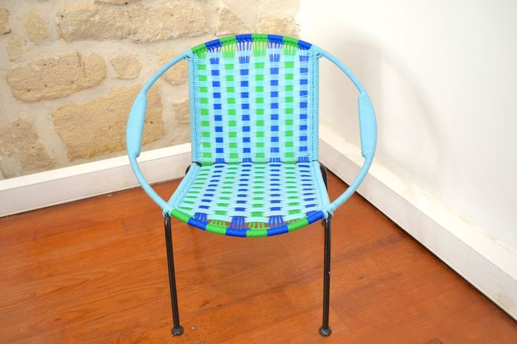 fauteuil africain pour enfants tress multicolore bleu vert mobilier pinterest chaises. Black Bedroom Furniture Sets. Home Design Ideas