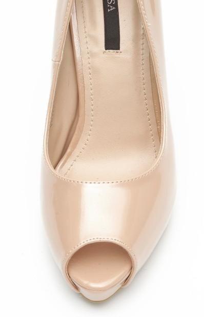 si tot de la nissa o pereche de pantofi nude, care pot fi de oriunde, de fapt...