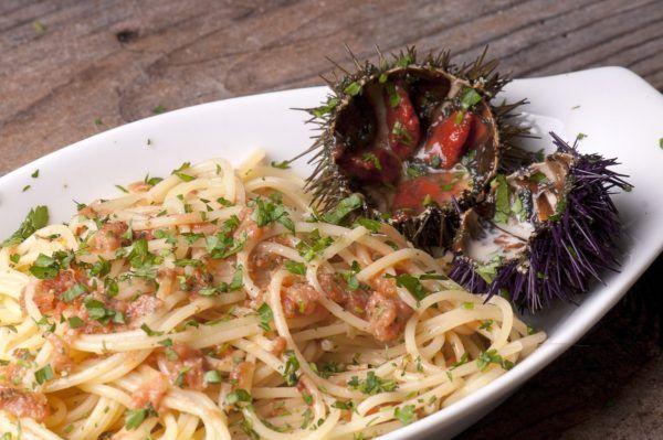 Spaghetti ai ricci di mare: i sapori di Procida a tavola
