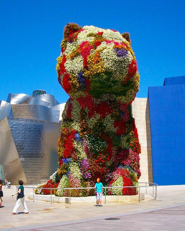 You Never Know What Youll See At The Bilbao Spain Guggenheim Like This Jeff Koons Original Made Of Stainless Steel Soil And F Bilbao Spain Planting Flowers