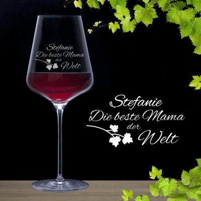 Deine Mutter steckt jeden Wein-Sommelier in die Tasche? Was eignet sich da besser als Muttertagsgeschenk, als ein graviertes Weinglas mit persönlicher Gravur? via: www.monsterzeug.de