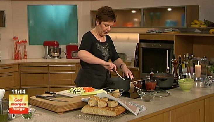 Varmende grønnsak- og tomatsuppe med linser