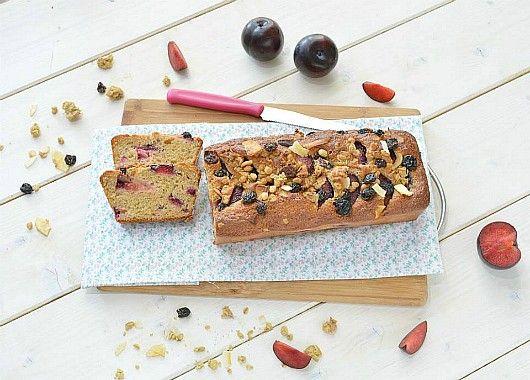 Il plumcake rustico alle prugne e muesli alla frutta è il dolce perfetto per la prima colazione. Soffice e profumato può darci la giusta dose di energia