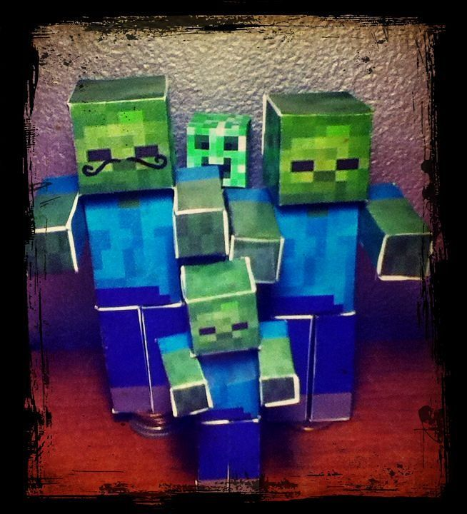 Minecraft Papercraft Zombie Family Picture With A Guest By Imacreepersowhat I Want One