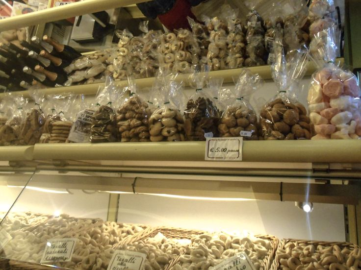 If you love exploring REAL Venetian sweets you shouldn't miss the first weekend in November. On All Saints Day and during the following weeks, bakeries and pastry stores in Venice offer tradi…