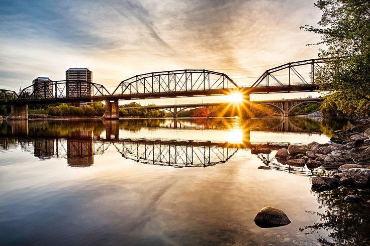 The Victoria Bridge over the South Saskatchewan River at sunrise in Saskatoon, Canada
