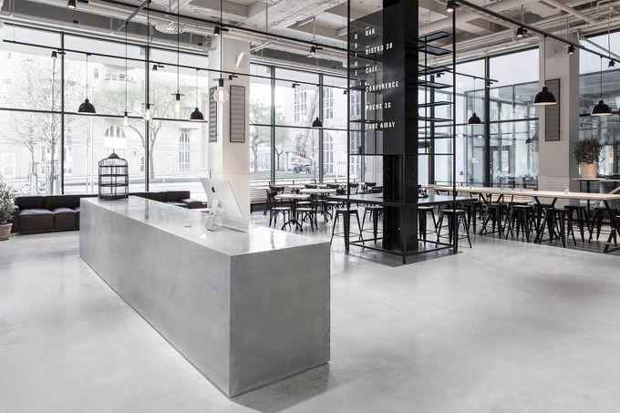 회색공간을 바탕으로 하는 상업공간은 손님들의 가벼운 식음료 제공과 미팅 및 소셜모임을 위한 장소로 활용됩니다. 스웨덴 스톡홀롬에 위치한 오픈 레스토랑은 스칸다비아 디자인의 실용성과 모던함을 바탕으로..
