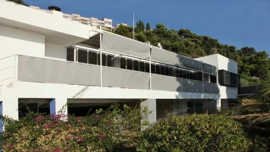 Eileen Gray (1878-1976). D'Eileen Gray, E 1029, avec Jean Badovici (architecture urbaniste roumain, sera son compagnon intellectuel jusque 1956), 1928-1929, Roquebrune-Cap Martin. Eileen Gray est autodidacte en architecture.
