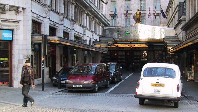 Savoy Court è l'unica strada del Regno Unito in cui si tiene la destra