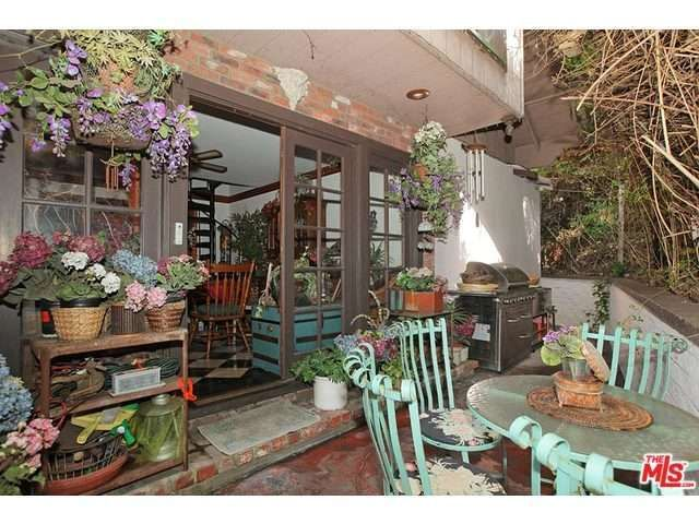 177 best laurel canyon images on pinterest backyard for Laurel home