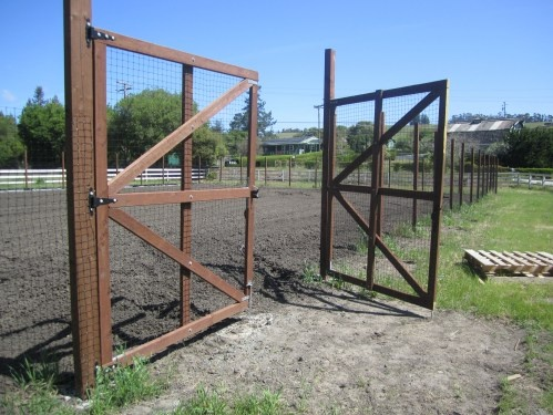 Simple Deer Fence Gate With Invisible Poly Deer Fencing