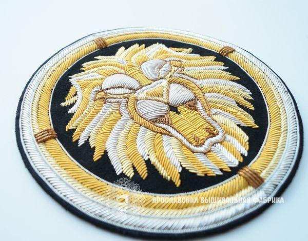 """Шеврон """"Лев"""".Вышивка золотой,серебряной канителью,трунцалом.2016 г."""