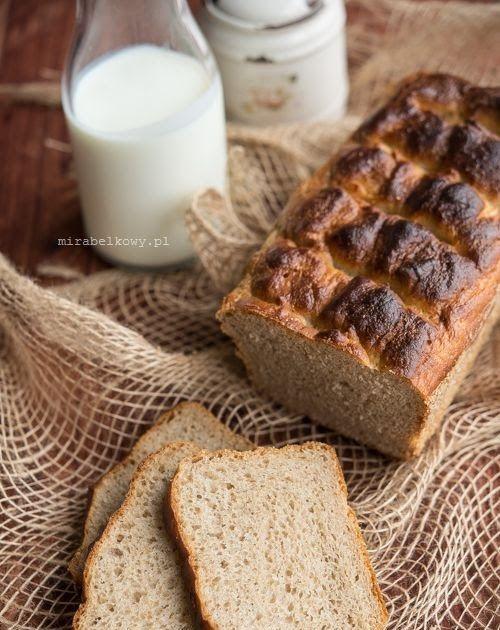 Chleb na maślance to kolejne łatwe do przygotowania pieczywo, które niewielkim wysiłkiem możecie przygotować w domu. Dzięki maślance chleb j...