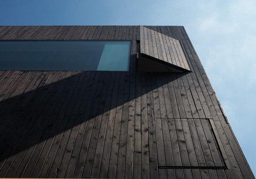 Fachada de madeira preta por David Adjaye   – wooden facades