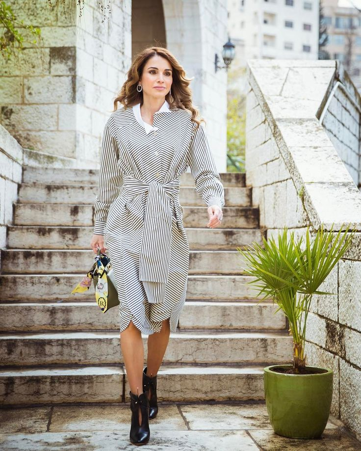 Queen Rania of Jordan's Instagram Feed is a Fashion Lover's Fantasy - Vogue