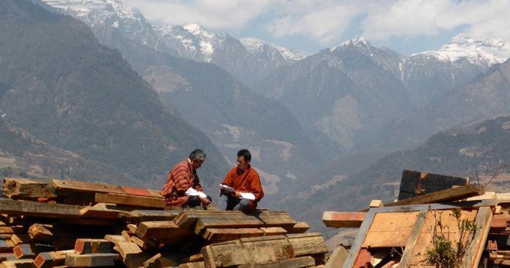 Le Bonheur National Brut, qui vaut au Bhoutan une renommée mondiale, se mesure sur quatre critères : le développement économique, la sauvegarde de la culture et de l'environnement, le bien-être psychologique des individus et la bonne gouvernance...