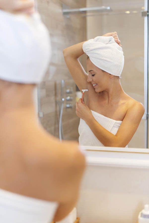 Babypuder als Deodorant: Babypuder absorbiert Feuchtigkeit und pflegt die sensible Haut unter den Achseln #beautyhacks