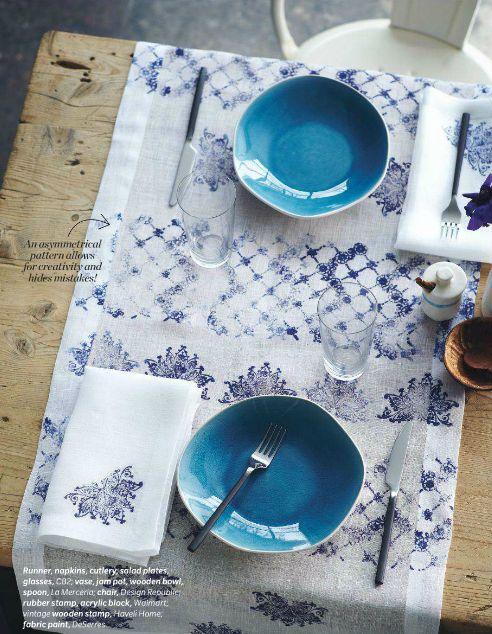 mesa + pratos + toalha