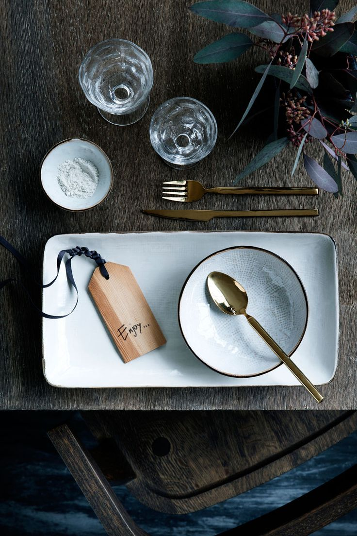 15 Inspirational Ideas For Creating A Modern Christmas Table Full Of Natural Elements // Gold cutlery make this place setting feel more unique and elegant while the wooden gift tag (that could also be used as a name tag) adds a modern, natural touch to the table.