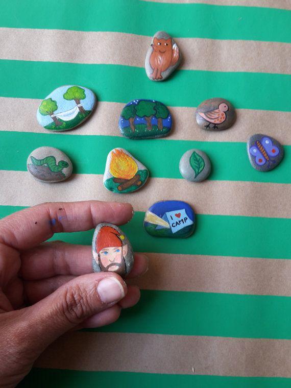 Verhaal stenen hand geschilderd door door ClaudiaNanniFineArt