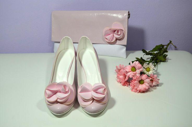 Růžové svatební lodičky, boty v K-stylu. Vychozí model Marry + zdobení exkluziv č. 7. + psaníčko na přání se zdobením exkluziv č. 7. Stejný materirál pro boty i kabelku. Růžová - pink.