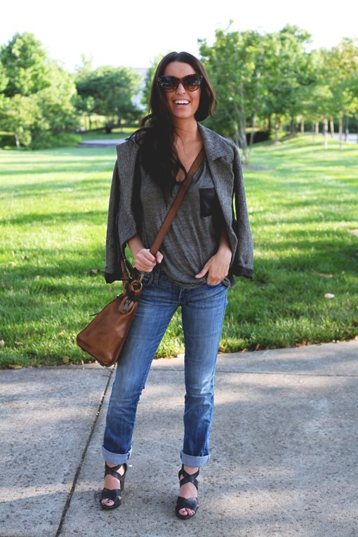 .: Early Fall, Ears Fall, Fall Style, Fossil, Grey Tees, Fall Chic, Casual Looks, Mom Jeans, Leather Bags