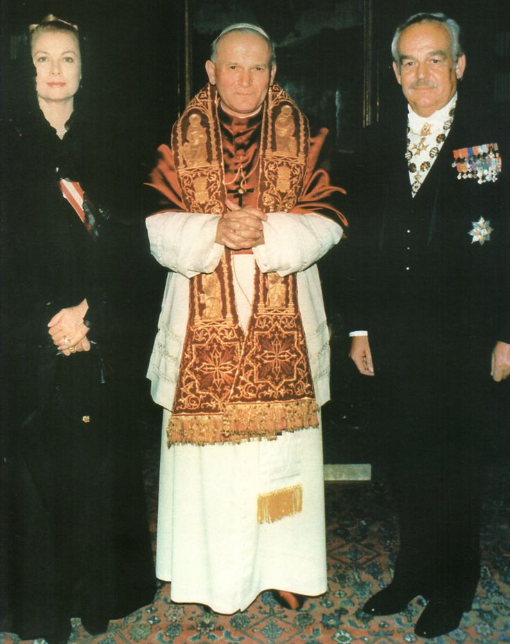 Vatican City, October 22, 1978. Princess Grace and Prince Rainier III of Monaco with Pope John Paul II.  http://graceandfamily.tumblr.com/