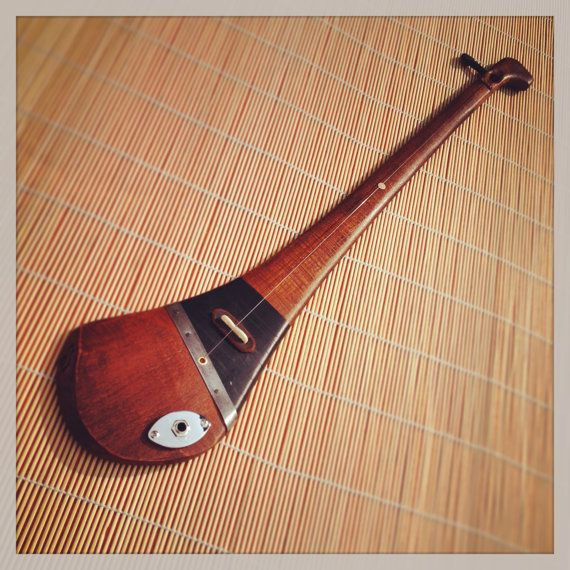 This item has been sold. Message me if you are interested in something similar.  DaShtick guitars presents:  1-string electric fiddle/ diddley bow made of a hurley stick.  My intention was to combine the Irish passion for sport, music and craic in the form of a playable hurley and I hope I succeeded. It may look simple or even primitive, but you are just buying a very versatile and expressive instrument. I make one guitar at a time, handpicking materials with a lot of focus on details and…