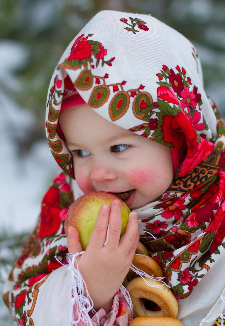 "A cute Russian girl: ""The apple is more tasty  in the open air!"