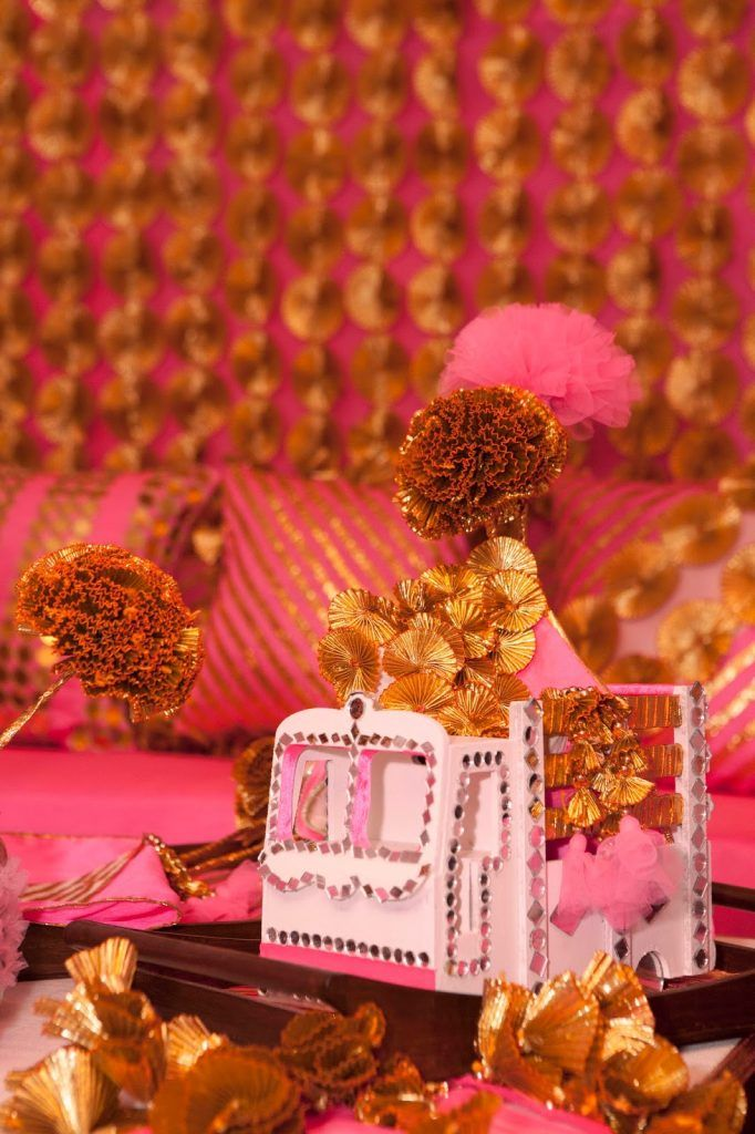 Gota flowers as centrepiece is such a wonderful idea. It will instantly brighten up the setting. Have a look.