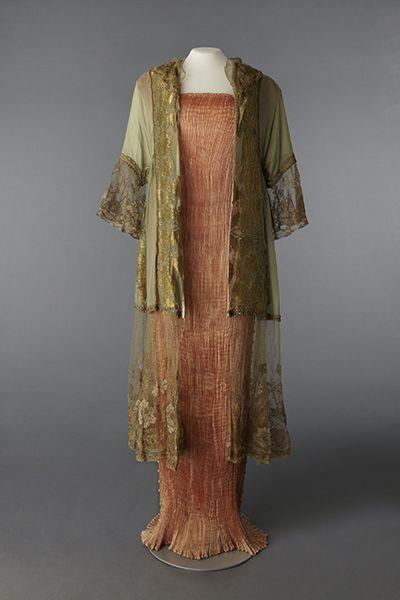 * Robe Delphos vers 1919 Négligé vers 1912 Mariano Fortuny