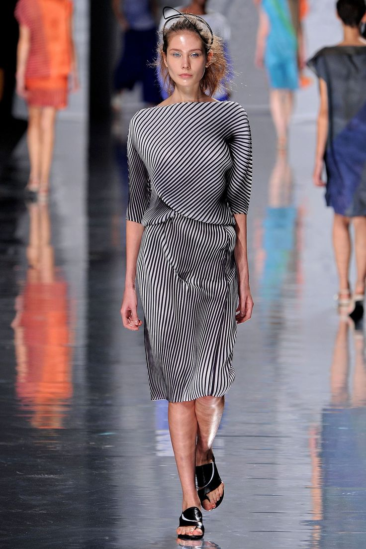 Issey Miyake Spring 2013 Ready-to-Wear Collection Photos - Vogue