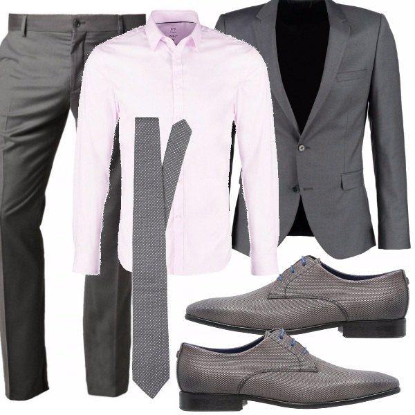 Se lavori in banca o devi indossare abiti formali in ufficio, se sei un uomo /ragazzo plus size ecco la mia proposta. Camicia rosa chiaro, con completo grigio e cravatta grigia a micropois, la scarpa stringata con il laccio azzurro da quel tocco personale ;) Che ne dici?